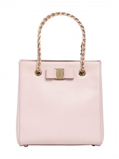Salvatore Ferragamo handbag rosa chiaro con manico a catena