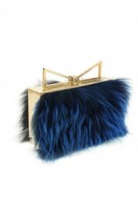 miniaudiere-in-pelliccia-blu-sara-battaglia