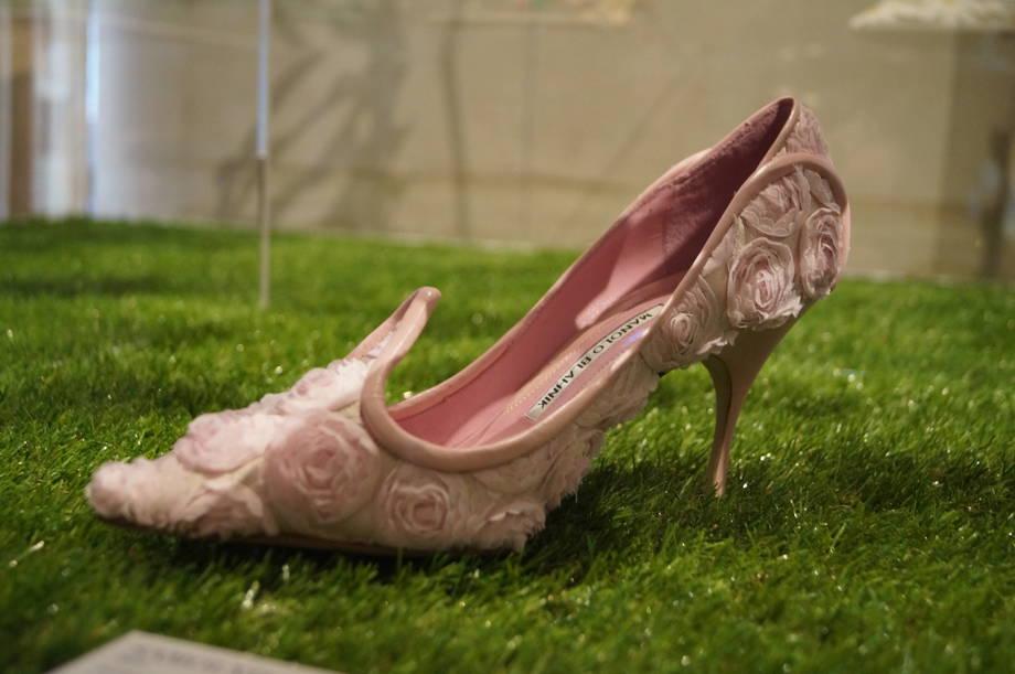 scarpa-con-fiori-in-seta-e-chiffon