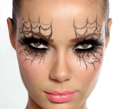 Halloween-smokey-eyes-e-ragnatele-sugli-occhi