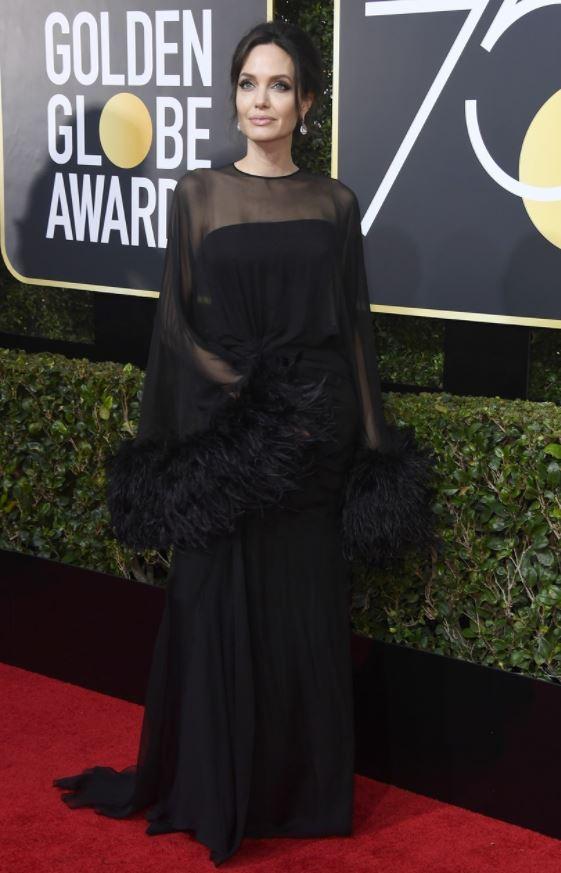 Angelina-Jolie-Atelier- Versace