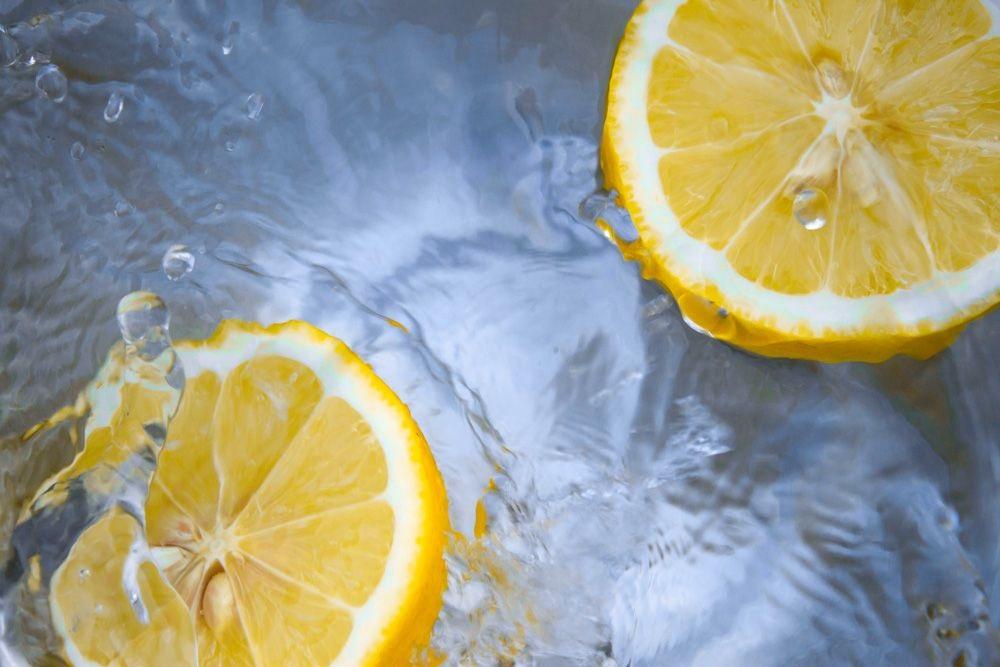 Rimedi della nonna: la maschera al limone.