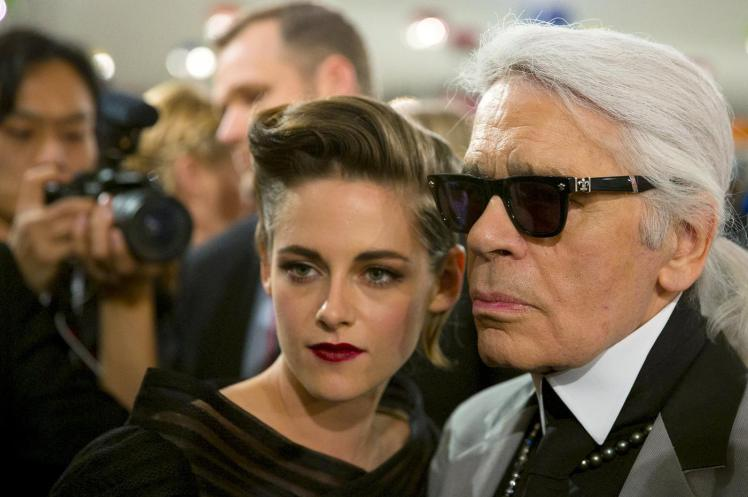 designer-lagerfeld-poses-for-pictures-with-u-s-actress-kristen-stewart-after-chanel-cruise-collection-201516-fashion-show-in-seoul