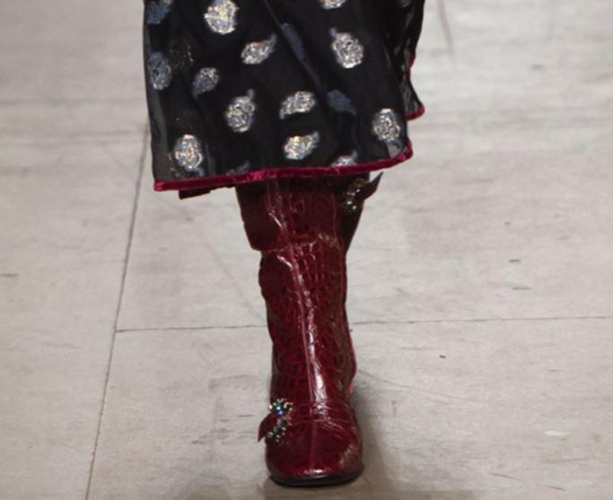 Fibie applicate su scarpe